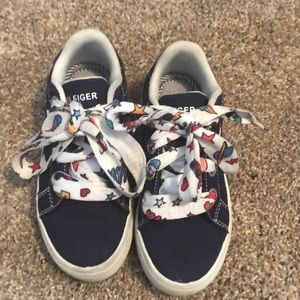 Tommy Hilfiger tenny shoes